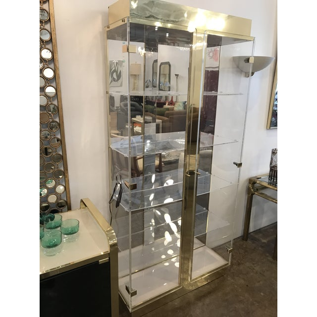 Mid Century Modern Tall Lucite, Mirror & Gold Tone Metal Cabinet w/ Lighting - Image 4 of 10