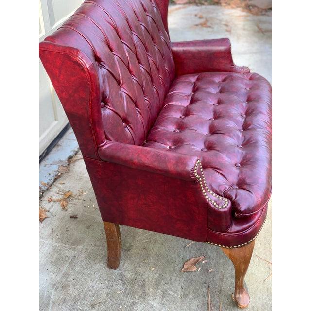 Traditional 1970s Vintage Burgundy Leather Settee For Sale - Image 3 of 7