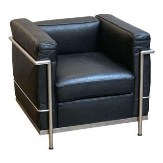 Le Corbusier Style Black Leather and Chrome Chair For Sale