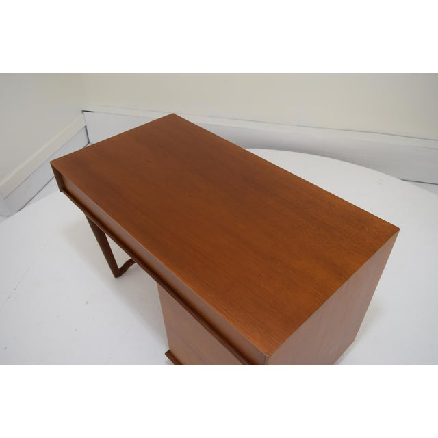 Wood Honduran Mahogany Vanity by Hickory Manufacturing For Sale - Image 7 of 13