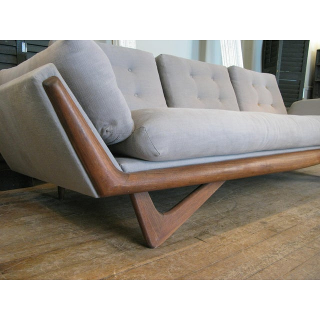 Vintage 1950s Walnut Gondola Sofa by Adrian Pearsall for Craft Associates For Sale In New York - Image 6 of 8