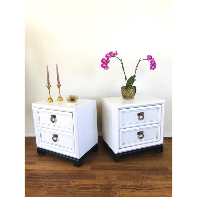 Vintage Hollywood Regency White Mid Century Nightstands or Side Tables, Pair For Sale - Image 11 of 12