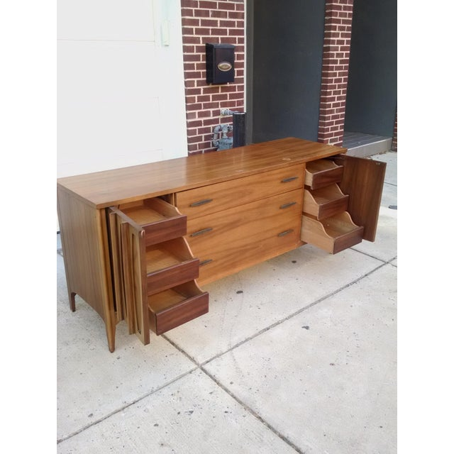 """Brown Mid-Century Kent Coffey """"Townhouse"""" Dresser For Sale - Image 8 of 11"""
