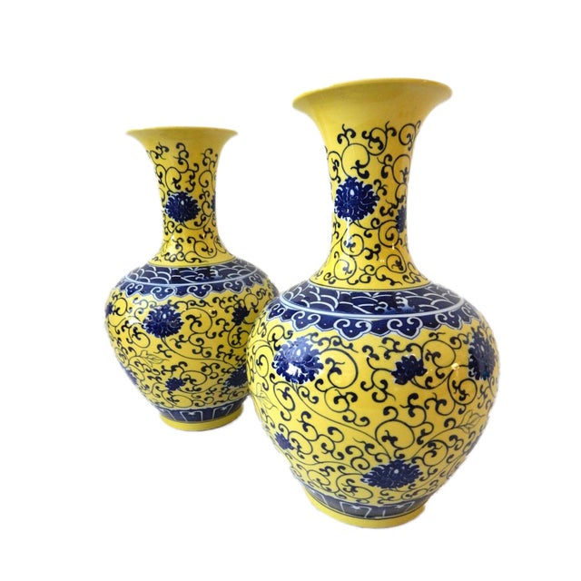 Blue Famille Jaune Porcelain Onion Shape Pair of vases For Sale - Image 8 of 8