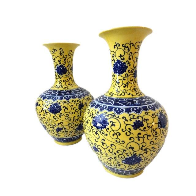 Famille Jaune Porcelain Onion Shape Pair of vases - Image 8 of 8
