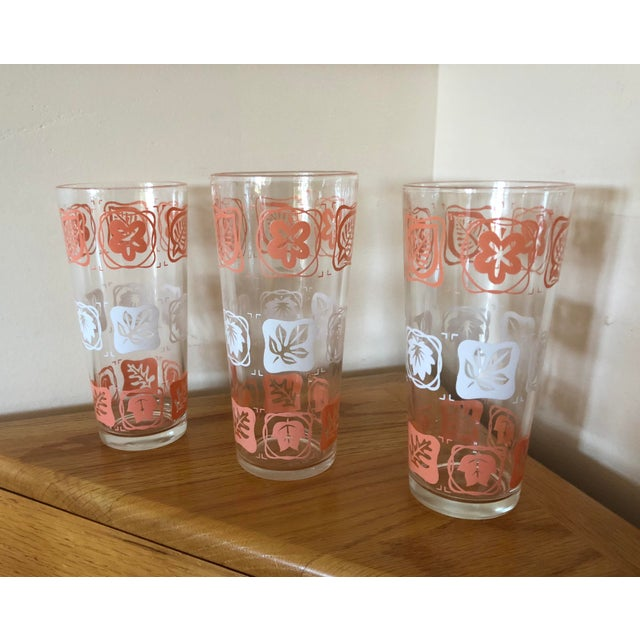 Glass Mid-Century Vintage Pink and White Leaf Motif Glasses - Set of 3 For Sale - Image 7 of 7