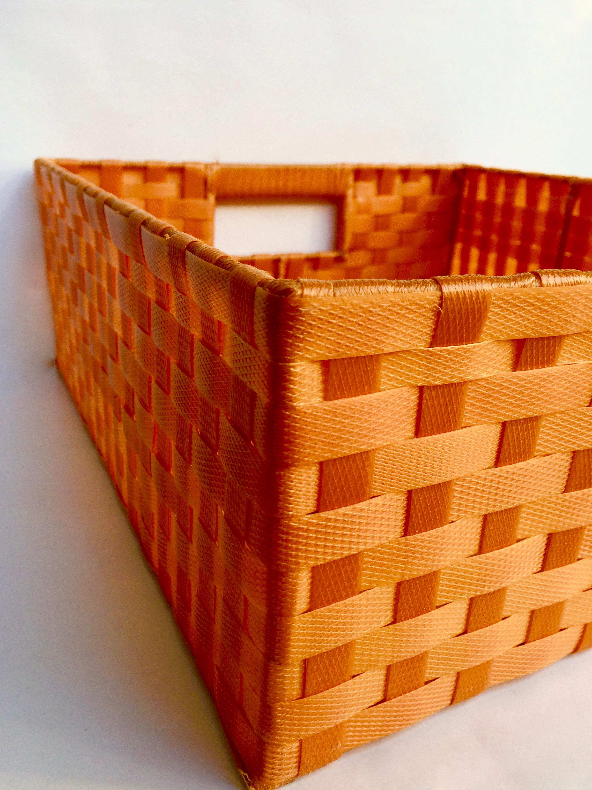 Incroyable Vintage Woven Plastic Storage Baskets   Set Of 3 For Sale   Image 4 Of 9