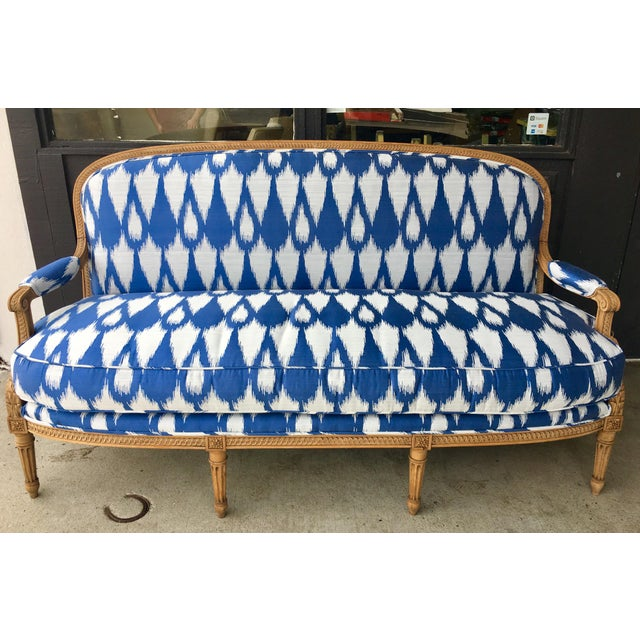 1930's Vintage Settee in Graphic Print For Sale - Image 11 of 11