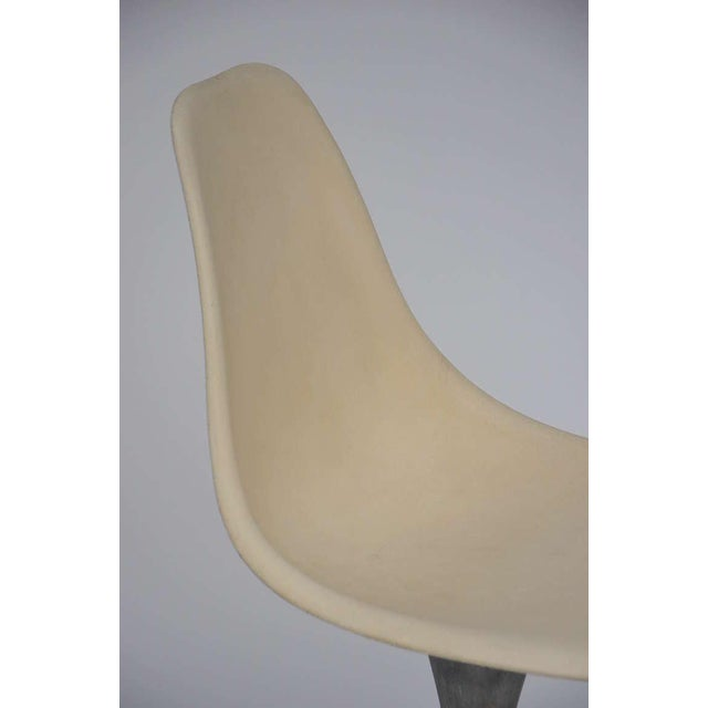 Gray Set of 4 American 70's Brushed Aluminum and Eggshell Chairs For Sale - Image 8 of 9