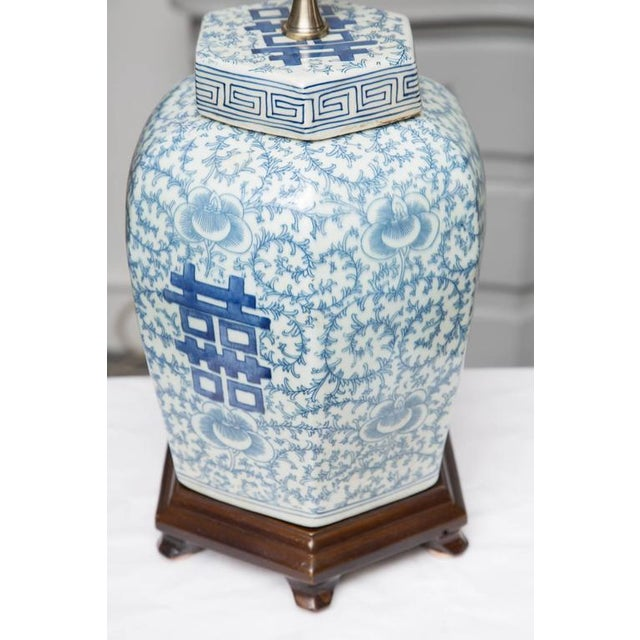 1980s Hexagon Chinese Lidded Jars as Table Lamps- A Pair For Sale - Image 5 of 6
