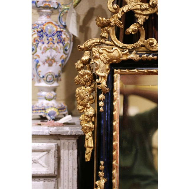 18th Century French Louis XV Carved Giltwood and Blackened Mirror From Provence For Sale - Image 4 of 13