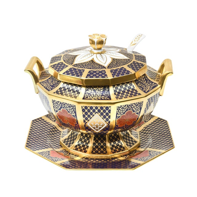 English Porcelain Imari Pattern Painted Tureen With Underplate For Sale