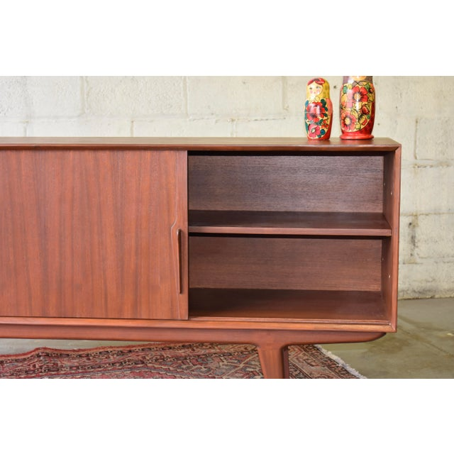 Wood Long Mid Century Modern Credenza Media Stand Sideboard For Sale - Image 7 of 8