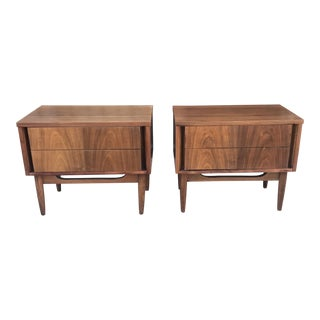 Pair of Mid Century Nightstands With Tapered Legs For Sale