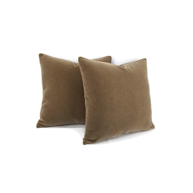 From S. Harris is Melrose Mohair in the color Linen pillow cover. This is a luxurious mohair velvet in a stunning solid...