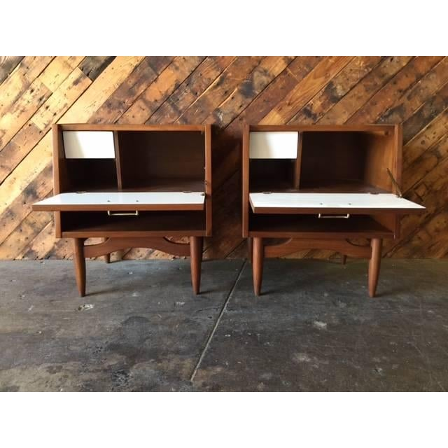 American of Martinsville Nightstands - Pair - Image 6 of 6