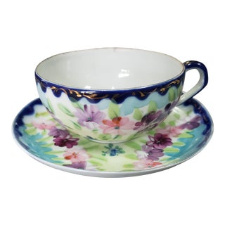 Late 18th Century Chinese Porcelain Floral Pattern Tea Cup and Saucer For Sale