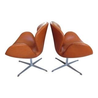 1960s Mid-Century Modern Arne Jacobsen for Fritz Hansen Swan Chairs - a Pair