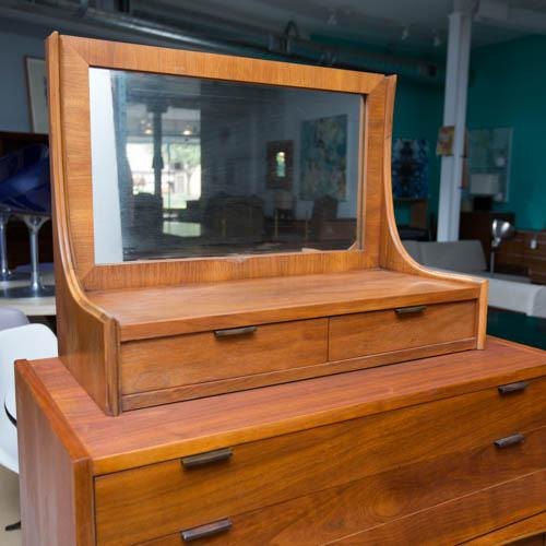Walnut Walnut Bachelor's Chest in the Manner of Edmund Spence For Sale - Image 7 of 10