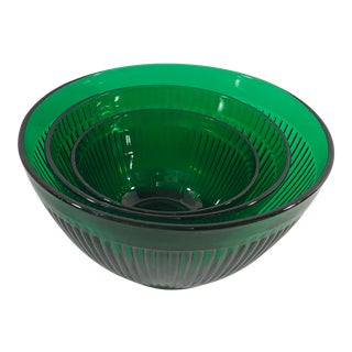 20th Century Contemporary Emerald Green Ribbed Nesting Bowls - Set of 3 For Sale