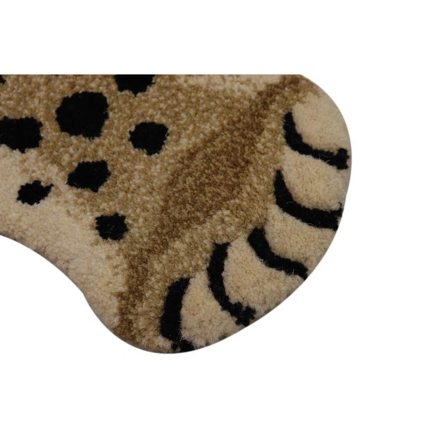 Fiber Contemporary Decorate Wild Animal Design Handcuffed Area Rug- 3′ × 5′ For Sale - Image 7 of 11