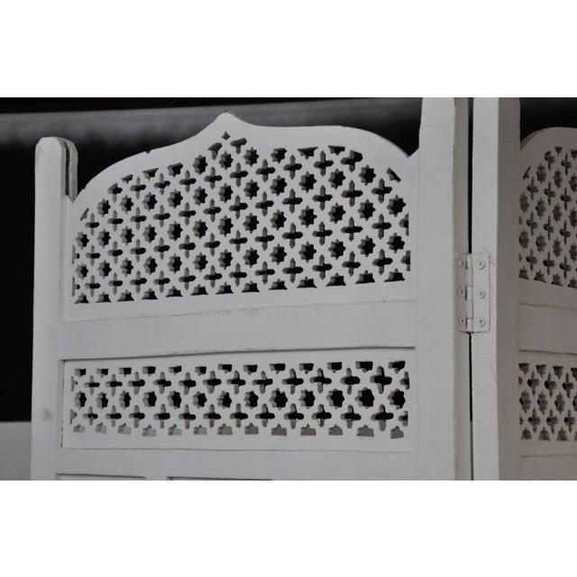 Vintage Mashrabiya Wooden Floor White Screen For Sale - Image 4 of 13