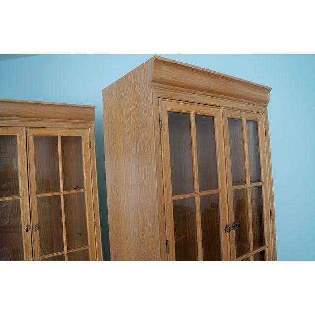 Glass 1980s Hollywood Regency Bernhardt Display Cabinet For Sale - Image 7 of 12