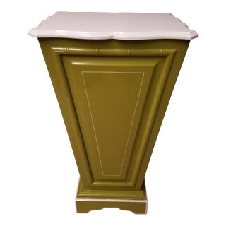 Palm Beach Regency Lime & White Painted Wood Sculpture Pedestal or Plant Stand With Faux Bamboo Trim For Sale