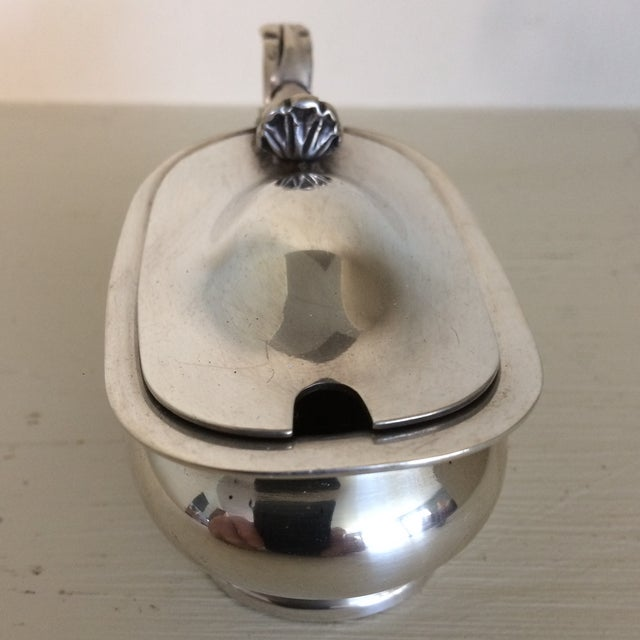 Mappin & Webb 1930s Furness Bermuda Lines Silver Salt Cellar With Glass Liner and Spoon For Sale - Image 4 of 13