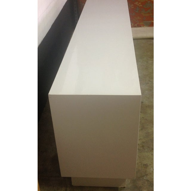 White Chippendale Style Mirrored Credenza - Image 4 of 11