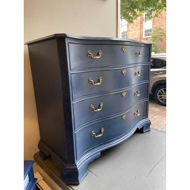 This is a beautiful Heritage Furniture chest of drawers. Handmade in America. It is solid mahogany with original brass...