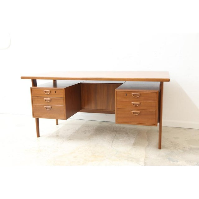 Mid 20th Century Danish Executive Floating Drawer Desk by Kai Kristiansen For Sale - Image 5 of 5