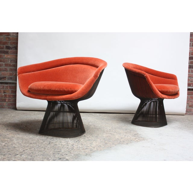 Knoll Pair of Warren Platner for Knoll Bronze and Mohair Lounge Chairs With Side Table For Sale - Image 4 of 13