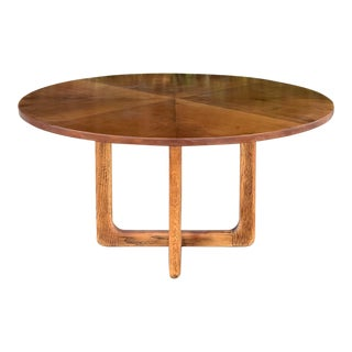 Round Mid Century Coffee Table With Meeting Legs For Sale