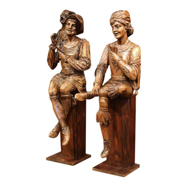 """Mid-18th Century """"The Cards Players"""" Italian Carved Walnut Statues - A Pair For Sale"""