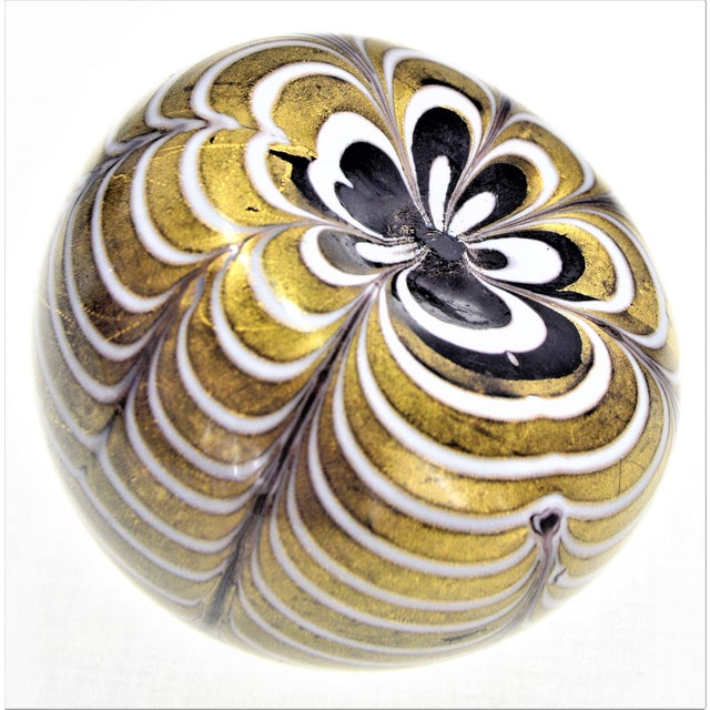 Barovier & Toso 1950s Murano Glass Gold White and Black Fenicio Paperweight - Italy Mid Century Modern Minimalist Palm Beach Boho Chic Italian Venetian Sommerso For Sale - Image 4 of 13