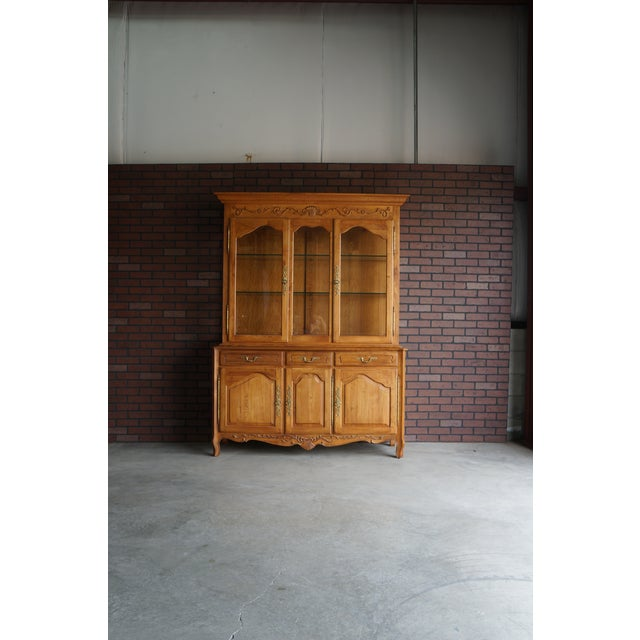 1990s Vintage Ethan Allen Legacy China Cabinet For Sale - Image 12 of 12