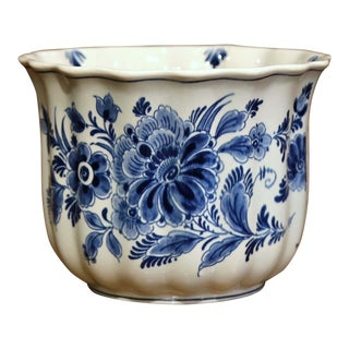 Late 20th Century Dutch Hand-Painted Faience Delft Cache Pot With Floral Decor For Sale