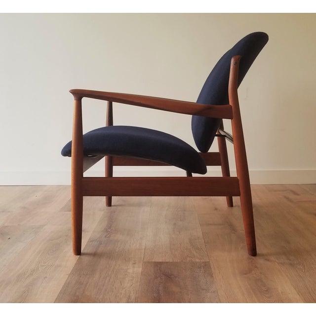 Mid-Century Modern 1950s Newly Upholstered Finn Juhl for France & Daverkosen in Kvadrat Wool Teak Lounge Chair (Fd-136) For Sale - Image 3 of 13