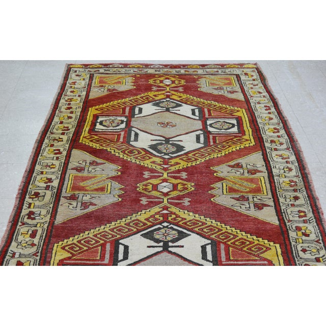 "Boho Chic Vintage Turkish Rug,4'x10'9"" For Sale - Image 3 of 6"