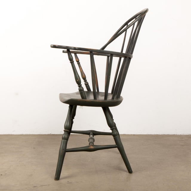 American 18th Century Antique Windsor Chair With Extended Arms For Sale - Image 3 of 13
