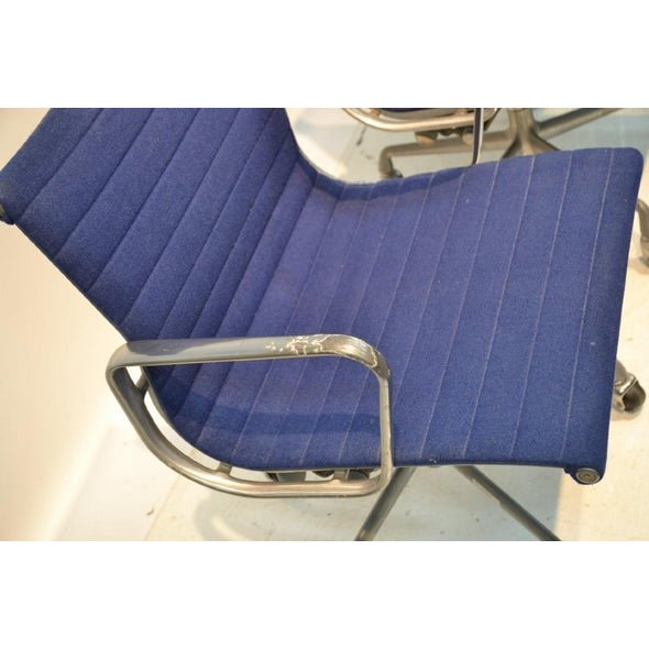 Mid-Century Modern 1980s Herman Miller Eames Blue Upholstered Aluminum Group Chair For Sale - Image 3 of 4