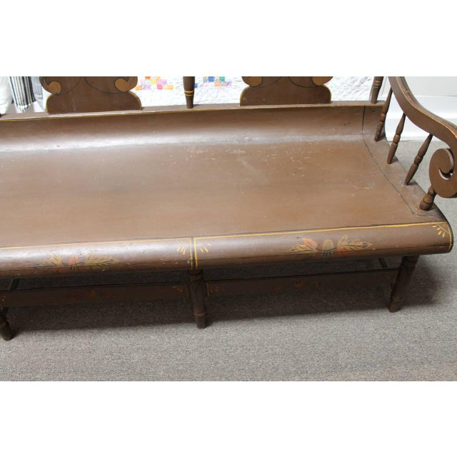 Mid 19th Century Finely Decorated and Painted 19th Century Settle Bench from Pennsylvania For Sale - Image 5 of 10