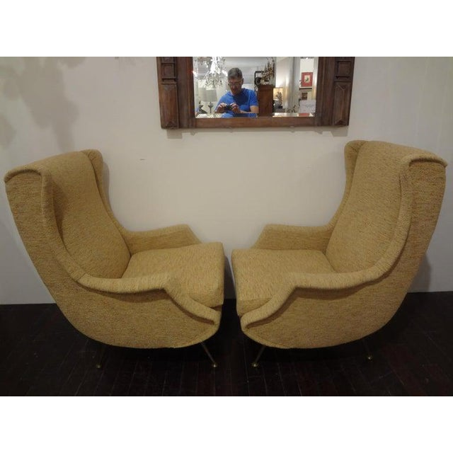 Sculptural and comfortable pair of Italian modern lounge chairs, club chairs, armchairs or bergères inspired by Minotti....