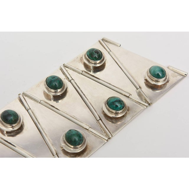 Sterling Silver & Malachite Sculptural Cuff Bracelet Vintage For Sale In Miami - Image 6 of 10