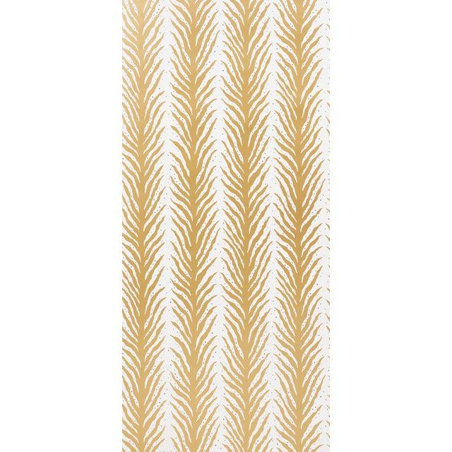 Boho Chic Sample - Schumacher X Celerie Kemble Creeping FernWallpaper in Gold For Sale - Image 3 of 4