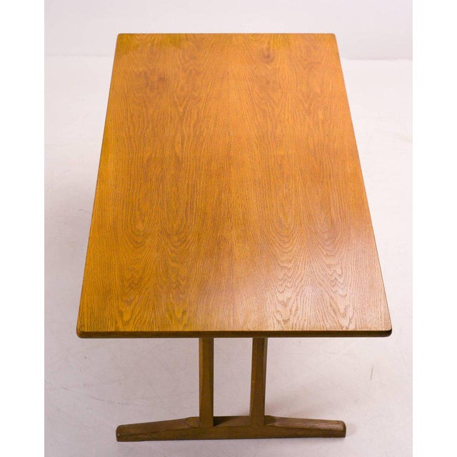 This dining table model C18, inspired by traditional shaker tables, was designed by Børge Mogensen for FDB Møbler, Denmark...