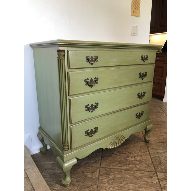 1960s Vintage Queen Anne Coastal Farmhouse Chest of Drawers For Sale - Image 11 of 13