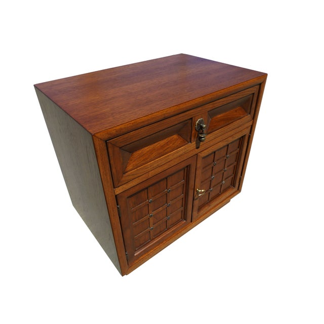 Mid-Century Modern American of Martinsville Walnut Nightstands For Sale - Image 3 of 5