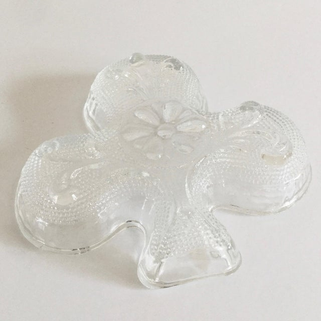 Contemporary 1970s Contemporary Indiana Glass Company Clover Shaped Dishes - Set of 4 For Sale - Image 3 of 7
